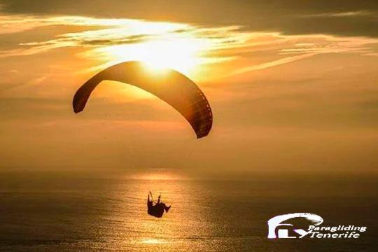 ¡Disfruta de una experiencia única por los cielos de Tenerife! Vuela en parapente con viaje acrobático, didáctico o vuelo por el Teide y llévate 5 fotos y video HD de recuerdo