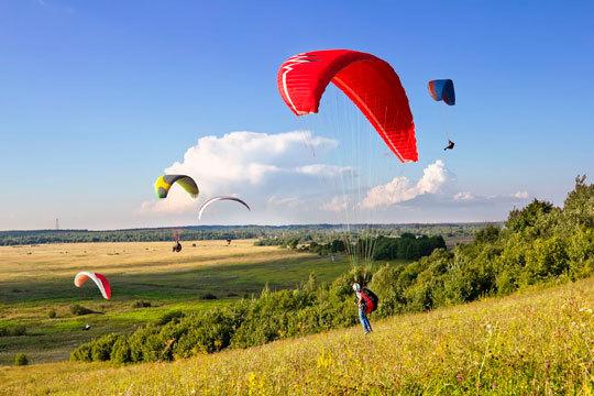 Experimenta la sensación de volar a bordo de este parapente biplaza ¡Un regalo muy especial!