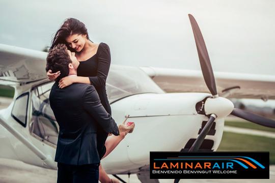 ¡Te proponemos el plan más romántico! Vuelo de media hora para dos personas sobrevolando la hermosa Muntanya de Montserrat de la mano de los profesionales de Laminar Air