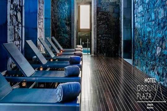 Disfruta de un día de relax total en el Hotel Orduña Plaza de 4 estrellas: Circuito termal  y elige entre un tratamiento facial detox o  una bañera de hidromasaje + masaje relajante con aceite caliente ¡Puro bienestar!