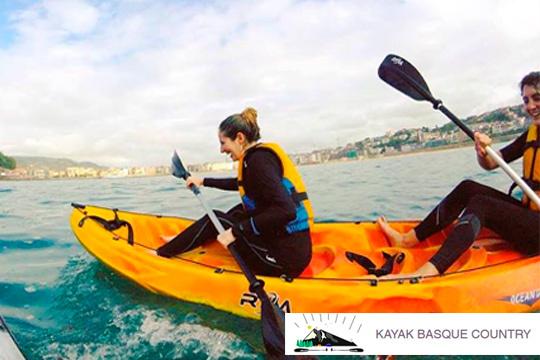 Descenso del río Bidasoa en kayak con guía titulado de Kayak Basque Country ¡No hace falta que sepas remar!