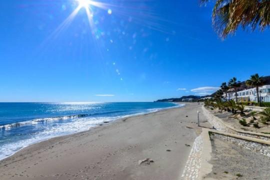 Relájate en Roquetas de Mar este verano. Aprovecha la estancia de 7 noches en apartamentos Be Free Mojacar¡Para 5 personas!