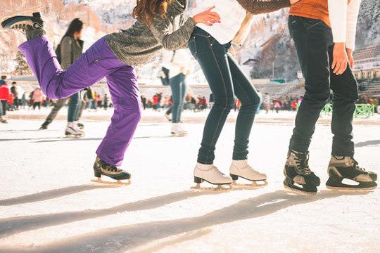 Bakh cuenta con la única pista de hielo de Vitoria-Gasteiz: Entrada + alquiler de patines + alquiler de casco ¡Ven a deslizarte!