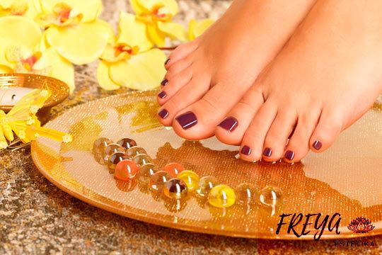 Presume de unos pies cuidados y bonitos con esta pedicura, a elegir entre básica y completa, en Freya Estétika ¡Incluye hidratación con masaje relajante de pies!
