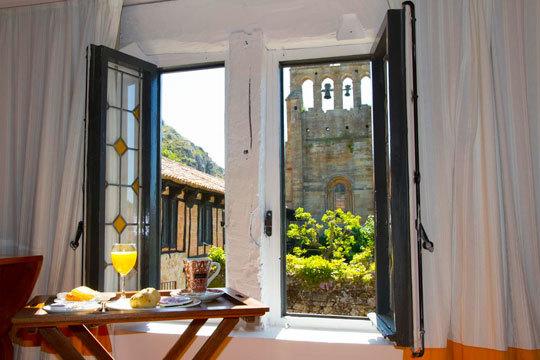 ¡Escápate a Palencia a la Posada Santa María La Real! Estancia de hasta 2 noches con cocktail de bienvenida + visita guiada a su monasterio
