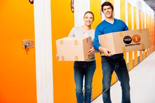 ¡No dejes que tu casa parezca un almacén y ponle remedio en TKB SelfStorage! Alquiler de trastero por períodos concretos con furgoneta de transporte gratuita