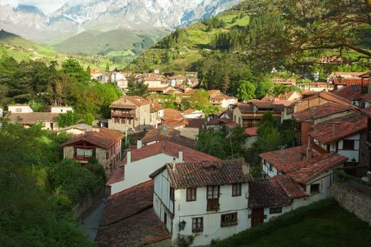 2 noches con desayunos y cenas en la Hostería Peña Sagra de Potes ¡Disfruta de Cantabria!