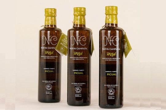 Aceite de Oliva Virgen Extra de baja acidez y extraído en frío. Se obtiene de olivos ubicados en el entorno natural de la Sierra de Cazorla y durante la recolección se evita en todo momento el contacto directo de la aceituna con el suelo ¡Envío incluido!