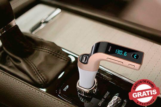 Disfruta de la buena música en tu coche y conduce seguro con este transmisor FM manos libres, voltímetro y lector USB