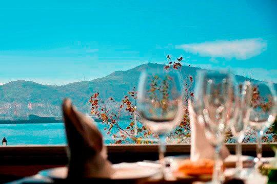 Menú de lujo en el restaurante La Ola ¡En la playa de Ereaga!