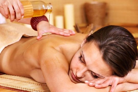 Mejora tu bienestar físico y mental con una sesión de Masaje sensitivo de cuerpo entero con aceites aromáticos ¡Relájate!