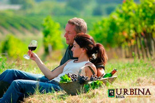 Descubre los secretos del vino con esta visita guiada a Bodegas Urbina en Cuzcurrita ¡Incluye cata de 10 vinos!